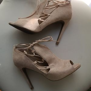Wild diva lounge sandals nude cream like new